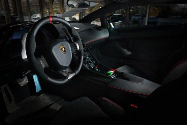Lamborghini Veneno, EU car, Delivery mile, 1/4 full
