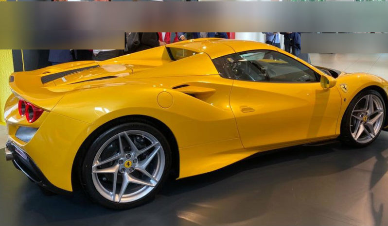 Ferrari F8 Spider full